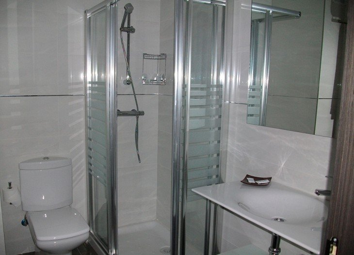 Baño habitación doble en Álcala del júcar